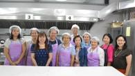 ผศ.วาสนา ขวยเขิน อาจารย์ประจำสาขาวิชาอาหารและโภชนาการ คณะเทคโนโลยีคหกรรมศาสตร์ ได้รับเชิญจากกองนโยบายและแผน มทร.พระนคร เป็นวิทยากรอบรมหลักสูตรการทำ ขนมปังไส้กรอก ไส้เนยสด ไส้เผือกและไส้รวมมิตร แก่ประธานสหกรณ์ออมทรัพย์ข้าราชการและอดีตรองผู้อำนวยการ พร้อมด้วยเจ้าหน้าที่สำนักงบประมาณ ในวันที่ 21 มิถุนายน 2557 ณ คณะเทคโนโลยีคหกรรมศาสตร์ มทร.พระนคร