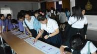 ผู้บริหาร คณาจารย์ที่ปรึกาษา และนักศึกษาชั้นปีที่1 และชั้นปีที่3 เทียบโอน คณะเทคโนโลยีคหกรรมศาสตร์ เข้าร่วมฟังบรรยายกิจกรรมเสริมหลักสูตร ในหัวข้อเรื่อง ทรานสคิปต์กิจกรรม(Activity Transcript) โดยมี ผู้ช่วยศาสตราจารย์ยุทธูมิ สุวรรณเวช รองอธิการบดีฝ่ายกิจการนักศึกษาและศิษย์เก่า เป็นผู้บรรยาย เพื่อส่งเสริมให้นักศึกษาเสริมสร้างทักษะ ประสบการณ์ ความรู้ ความสามารถผ่านการร่วมกิจกรรมต่างๆภายนอกมหาวิทยาลัย จัดขึ้นโดยกองพัฒนานักศึกษา วันที่ 30 มกราคม 2558 ณ ห้องประชุมโชติเวช อาคารเรือนปัญญา คณะเทคโนโลยีคหกรรมศาสตร์ มทร.พระนคร