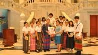 ชมรมอนุรักษ์ผ้าไทย ของนักศึกษา ชั้นปีที่ 3 สาขาอาหารและโภชนาการ คณะเทคโนโลยีคหกรรมศาสตร์ มทร.พระนคร เข้าศึกษาดูงาน พิพิธภัณฑ์ผ้า ในสมเด็จพระนางเจ้าสิริกิติ์ พระบรมราชินีนาถ โดยได้รับความอนุเคราะห์ให้เข้าชมในส่วนของงานจัดแสดงห้องราชพัตราภรณ์ ฉลองพระองค์ในสมเด็จพระนางเจ้าฯ การฝึกการนุ่งห่มแบบไทย ห้องอนุรักษ์ผ้า และห้องกิจกรรมของพิพิธภัณฑ์ เพื่อเพิ่มพูนความรู้และประสบการณ์ ในส่วนของการเก็บรักษาและอนุรักษ์ผ้า และการขึ้นทะเบียนผ้า การจัดเก็บในระบบของพิพิธภัณฑ์ วันที่ 20 มีนาคม 2558 ณ พิพิธภัณฑ์ผ้า ในสมเด็จพระนางเจ้าสิริกิติ์ พระบรมราชินีนาถ กรุงเทพฯ